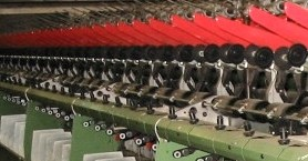 Yarn twisting machine